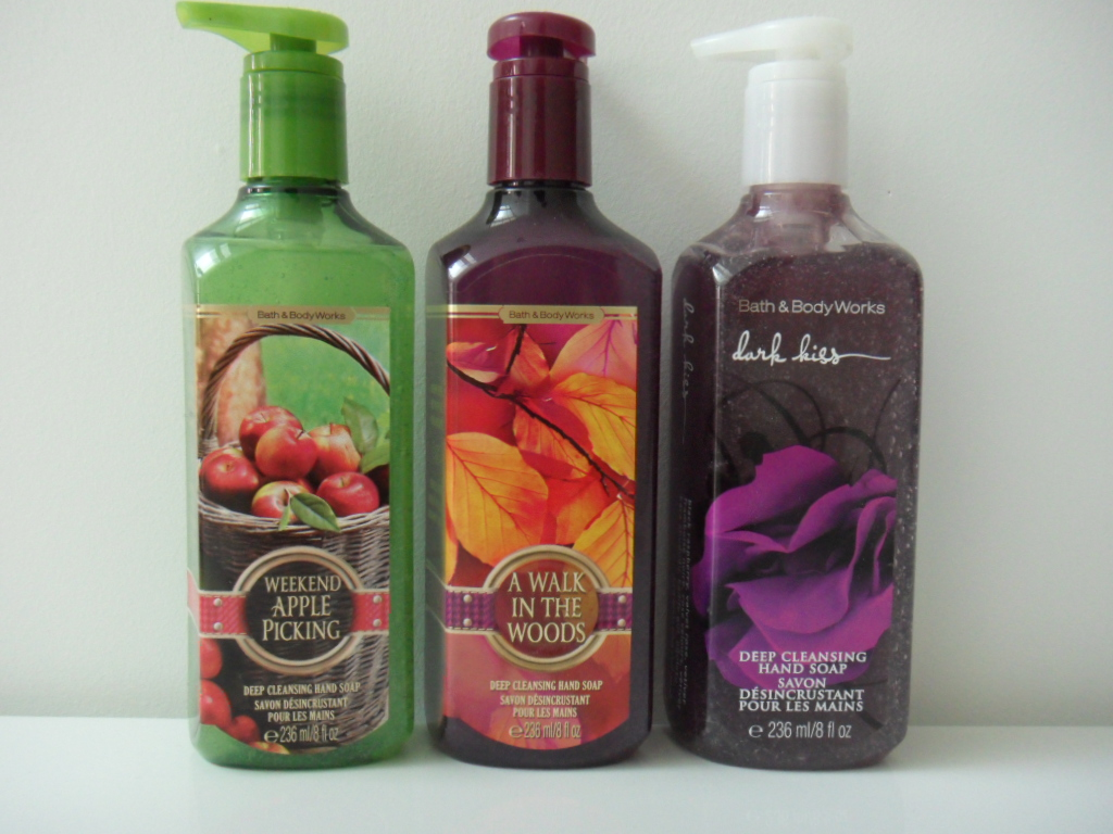 Bath and body works holiday scents - I Picked Up 3 Hand Soaps In The Scents Weekend Apple Picking A Walk In The Woods And Dark Kiss I Got Apple Picking Because I Love The Scent Of Apples